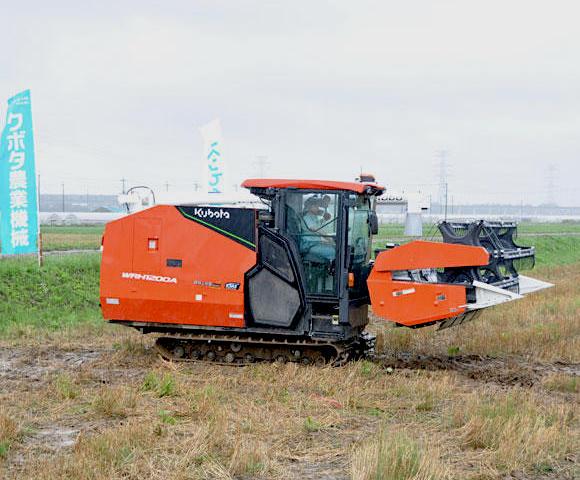 自動運転農機「アグリロボコンバイン」発表会・実演会が開催(千葉県柏市)