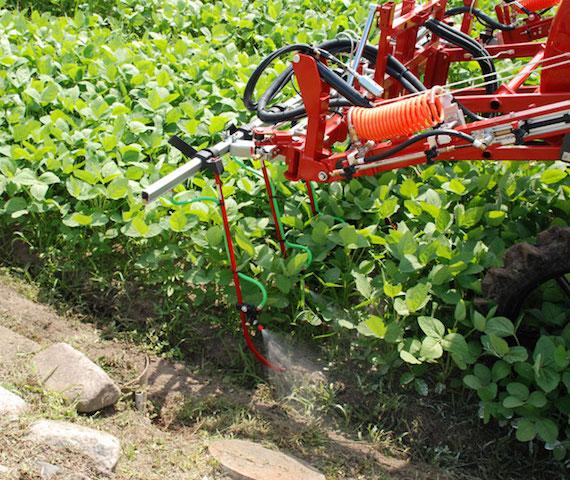 万能散布バーによる大豆の除草剤散布実演会の開催(滋賀県東近江市)