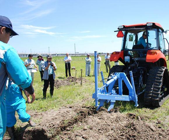 水田を利用した野菜栽培における排水対策研修会が開催される(富山県高岡市)