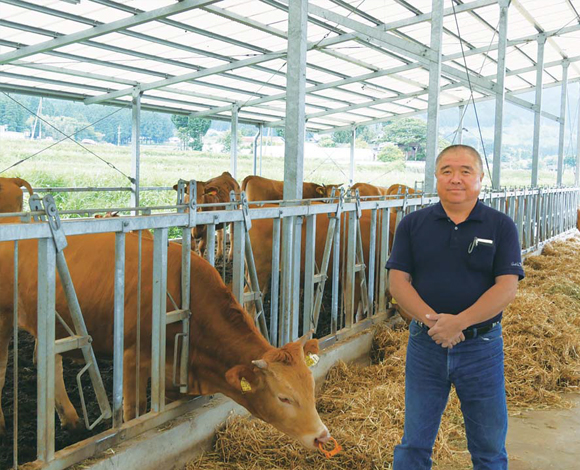 「あか牛」の繁殖経営と粗飼料の生産・販売 家族で取組む大規模経営