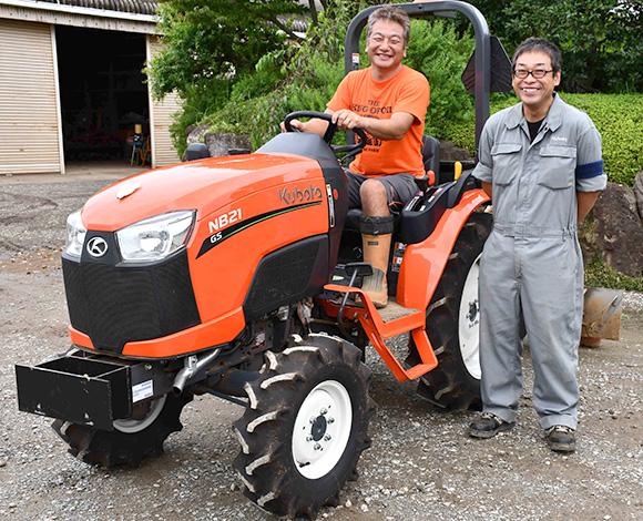 直進アシスト機能付き小型トラクタNB21GSで、ニンジンの土壌消毒作業効率が格段にアップ!適期作業が可能に