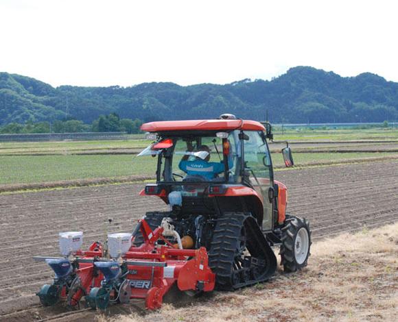 【全国農業システム化研究会】GNSSを活用した大豆の精密播種実演会を開催(秋田県大館市)
