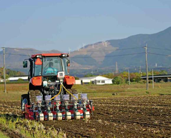 【クボタ ソリューションレポート No.27】大規模経営体における省力化を追求! 一発耕起播種機トリプルエコロジーで麦播種!