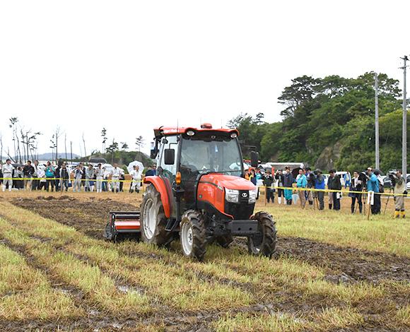【クボタ ソリューションレポート No.37】スマート農業技術の開発・実証プロジェクト 超省力・低コスト生産による稲作経営の実現を目指してスマート農業を実証 「令和元年度 大規模水田作のスマート農業機械現地実演会」開催