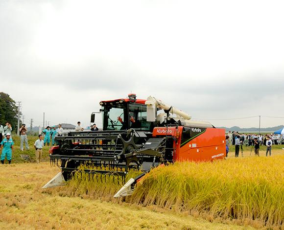アグリロボコンバインWRH1200Aによる稲刈・麦播種実演。超低コスト「輸出米」生産実証